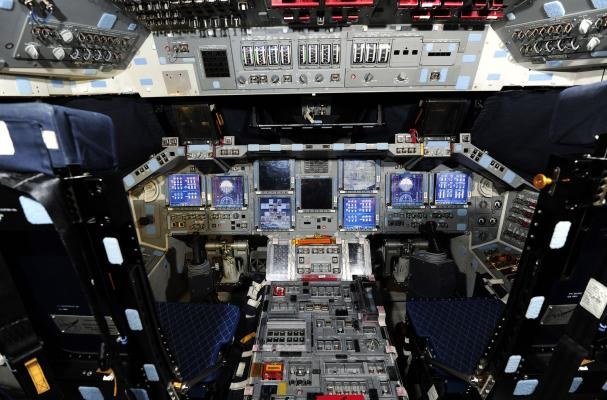 space shuttle discovery cockpit-#7