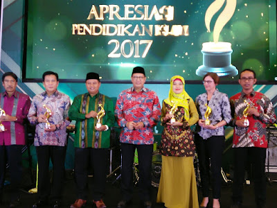 Bupati Lampung Timur Terima Anugerah Apresiasi Pendidikan Islam (API) 2017