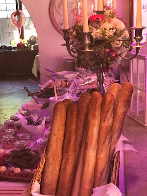 Hochzeitsbuffet, Berghochzeit am Riessersee in Garmisch-Partenkirchen, Bayern, Hochzeitshotel, Hochzeitsplanerin Uschi Glas, Apricot, Rosé, Marsalla, Pastelltöne
