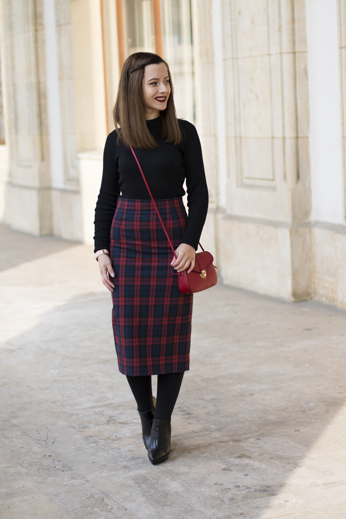 how to wear the tartan skirt