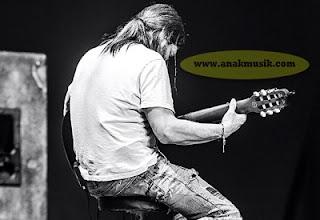 Tips Bermain Gitar Rhythm Rock dan Metal Untuk Pemula