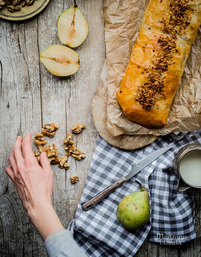 Strudel de pera, almendras y nueces. Receta muy fácil