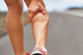 cara mengatasi kram kaki