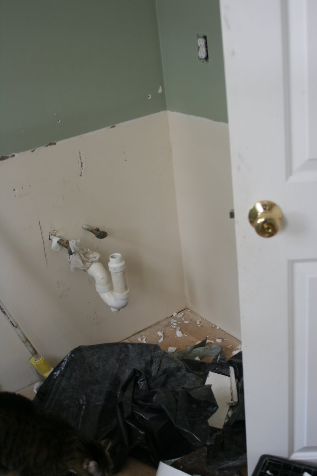 Knit Jones: Bathroom Reno Day #1...in pictures