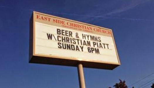 Panel de iglesia ofreciendo cerveza