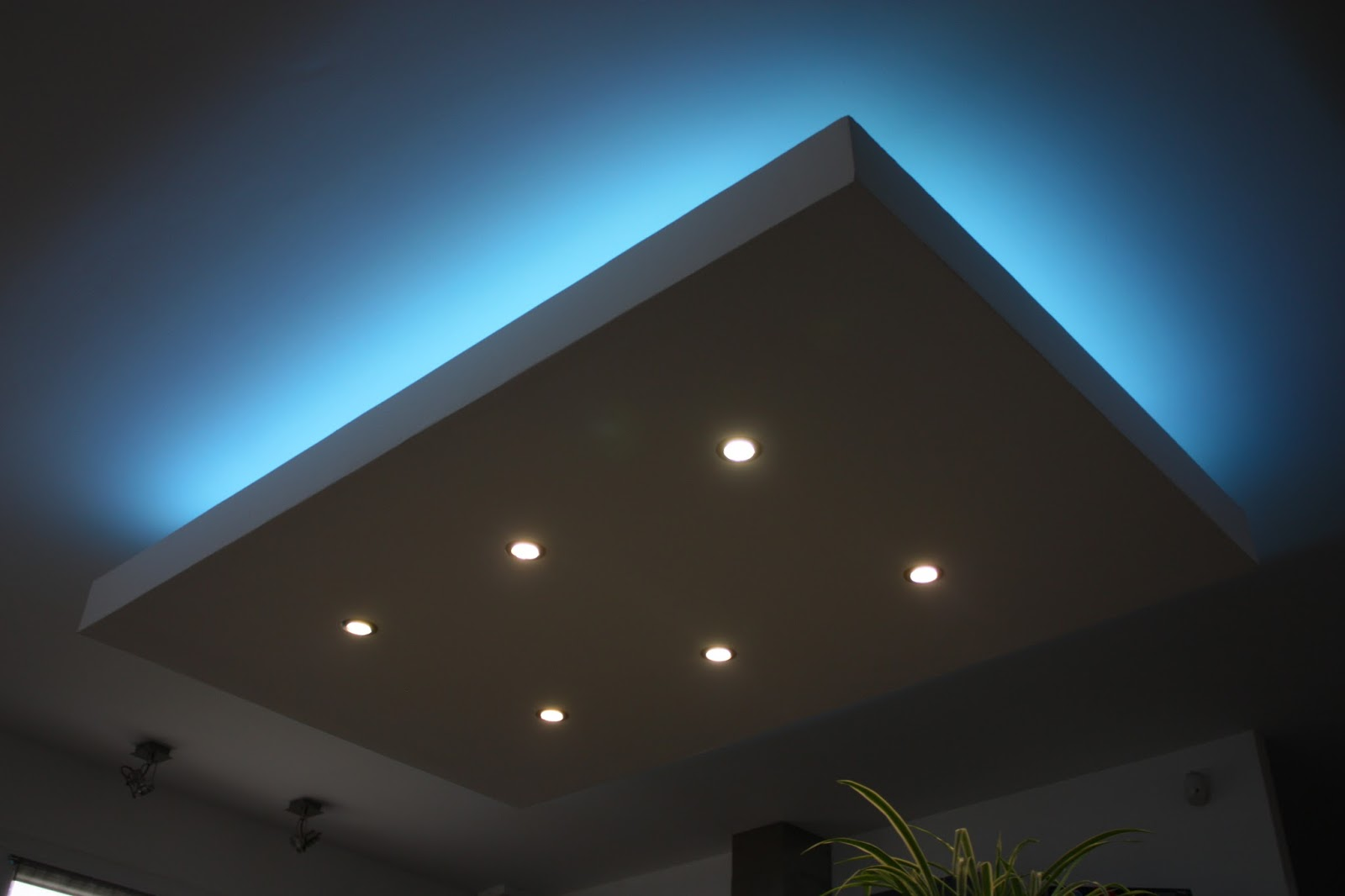 Eclairage led interieur plafond clairage led indirect 55 for Eclairage led interieur plafond