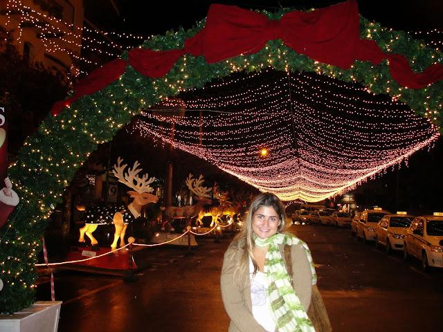 Iluminação natalina nas ruas, em dezembro.