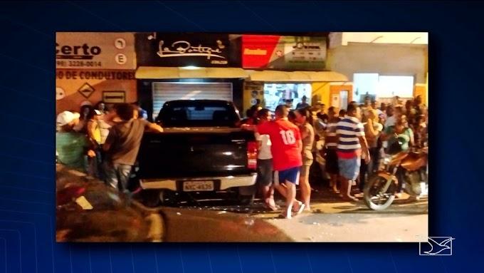 Carro invade loja, deixa feridos e vítimas reclamam do atendimento policial no MA