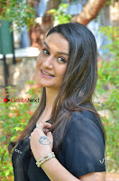 Tamil Actress Sonia Agarwal Pos in Denim Jeans at Unnaal Ennaal Movie Shooting Spot  0003.jpg