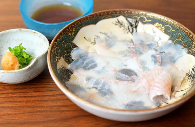sashimi of thinly sliced fluke ヒラメの薄造り