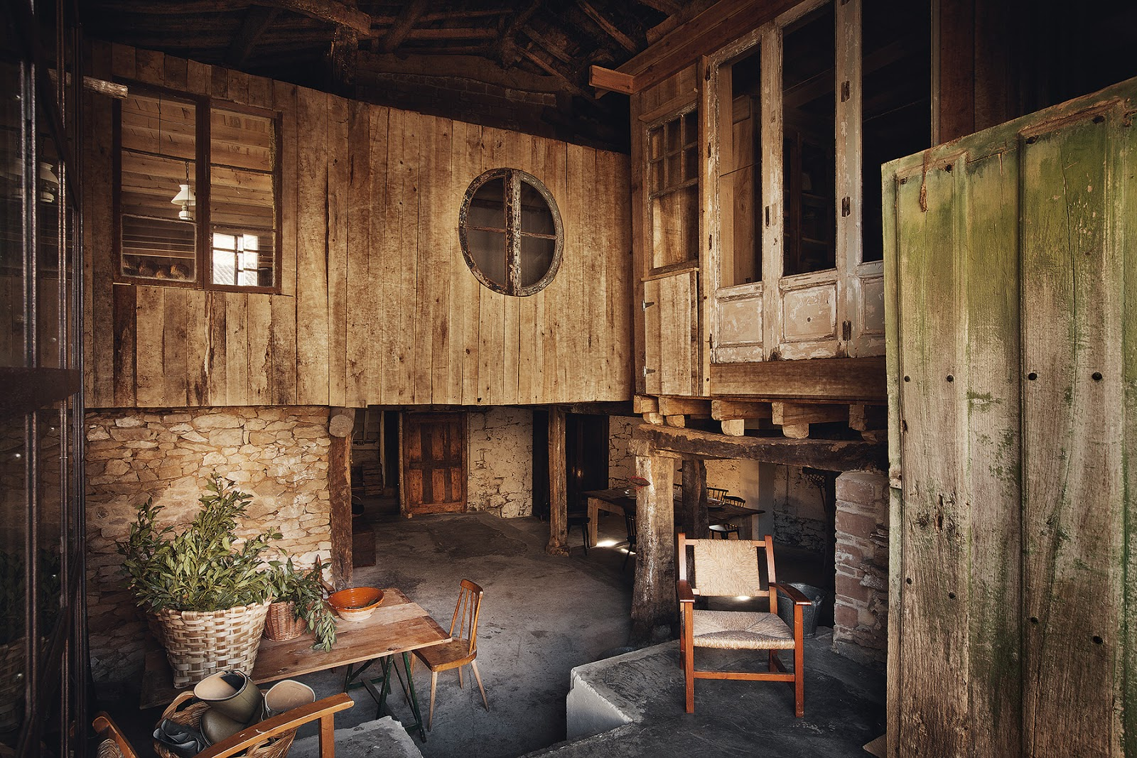 decordemon: Living in the past at an old Spanish farmhouse on dutch inspired interior designs, old farmhouse kitchen designs, country farmhouse interior designs, old farmhouse interior designs,