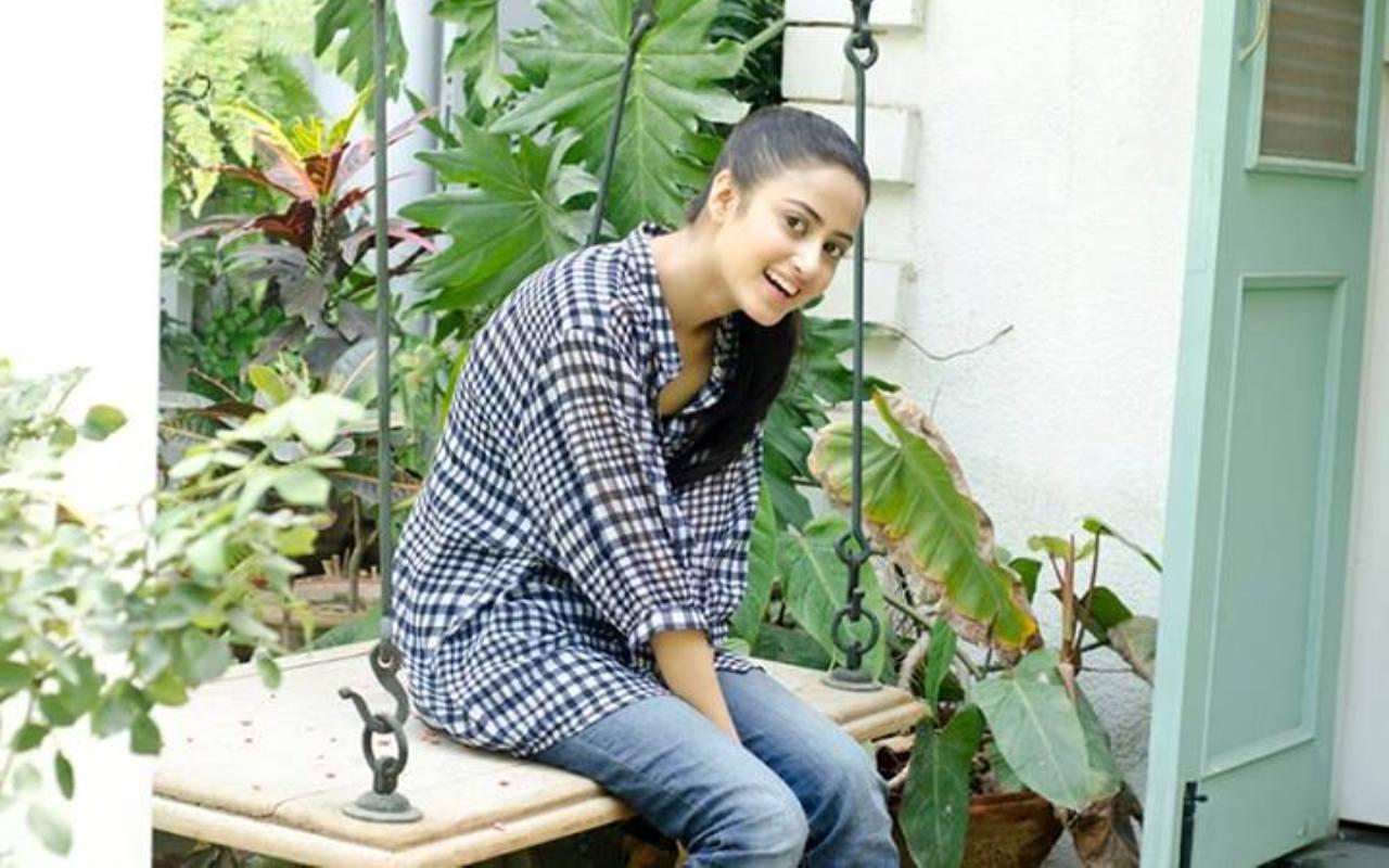 Cute Girl Wallpapers Com Sexy Wallpaper Pakistani Actress And Model Sajal Ali