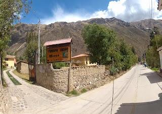 Entrada do hotel em Ollantaytambo / Peru.