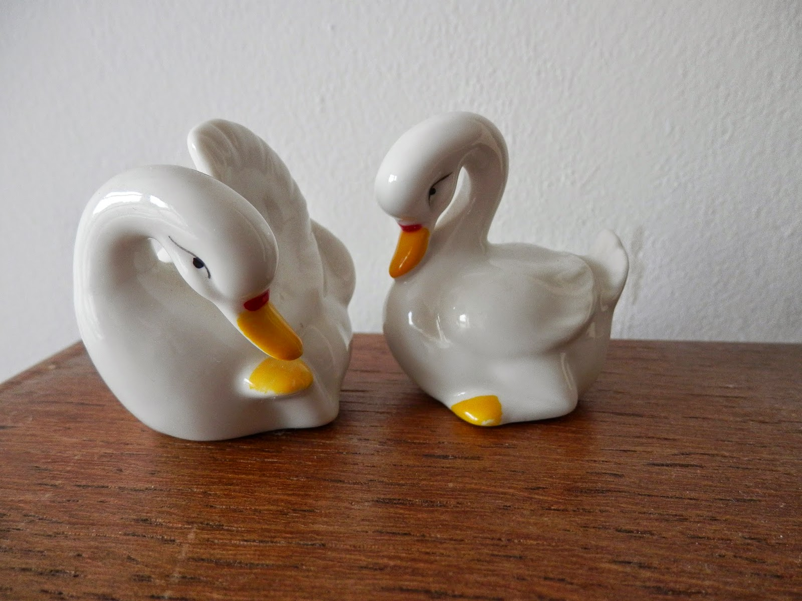 Charity shop treasures. retro bowl and jug, kitsch deer and kitsch swans.  secondhandsusie.blogspot.com