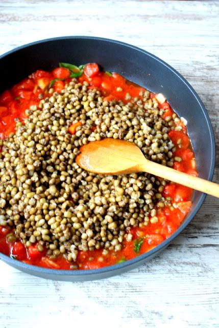 fasola mung,jaja sadzone,jaja w pomidorach, szkszuka,