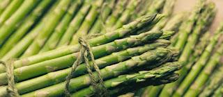 Salad wildfowl, asparagus and celery