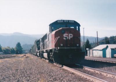 Southern Pacific SD70M #9818 in Oakridge, Oregon, in 1996