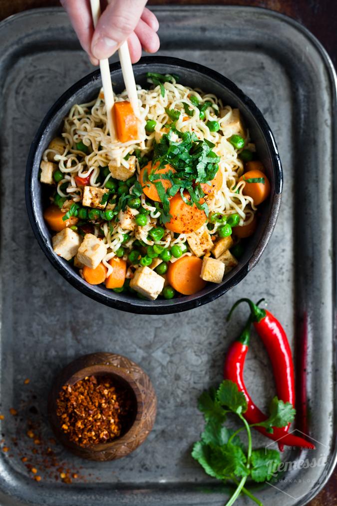 one pot resepti kasvis tofu nuudelit