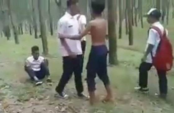 Video Pengeroyokan Pelajar SMP di Karanganyar Yang Viral