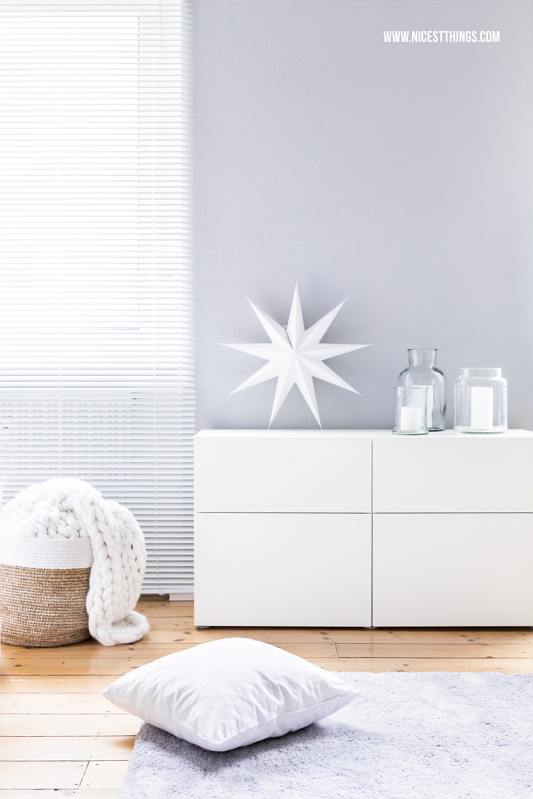 Winter Deko Im Wohnzimmer Glasvasen Strickdecke Papierstern Besta Sideboard