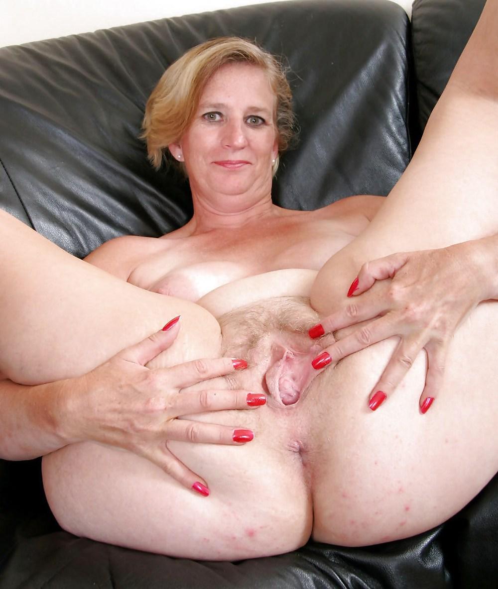 Mature woman riding cock