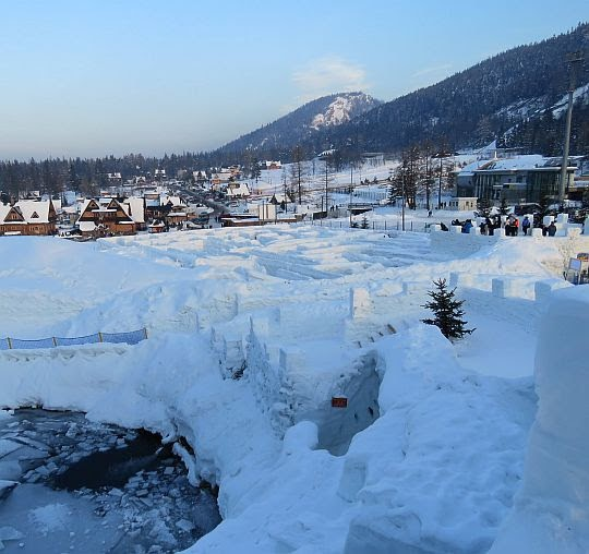 Śnieżny labirynt.