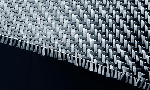 Karbon-fiber kumaş ve kenarından taşan lifler