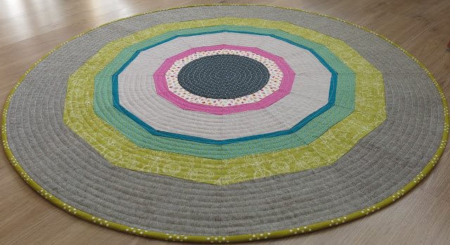 Luna Lovequilts - Round patchwork rug - Pattern by SOTAK Handmade