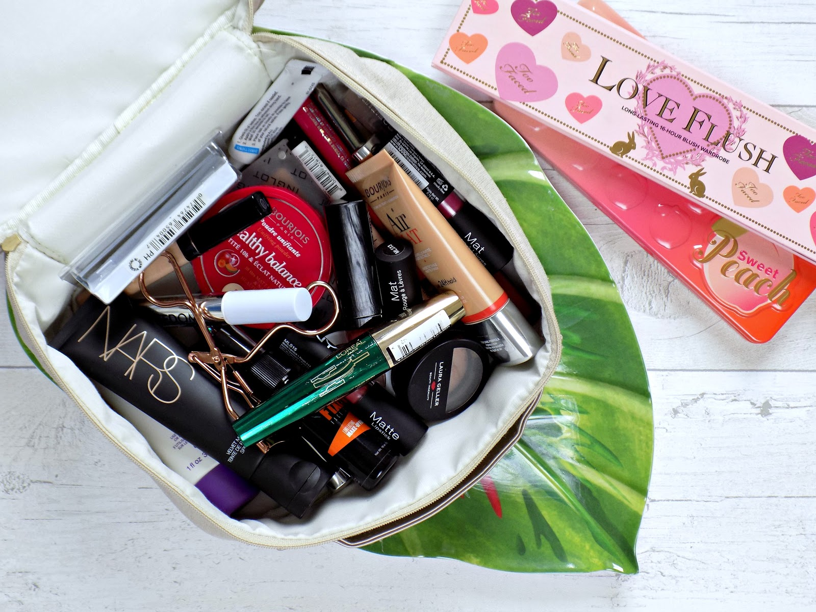 what's in my holiday makeup bag