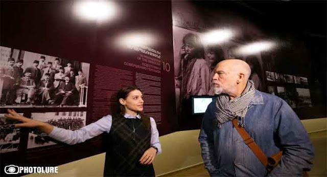 Ereván: John Malkovich rinde homenaje a las víctimas del genocidio armenio