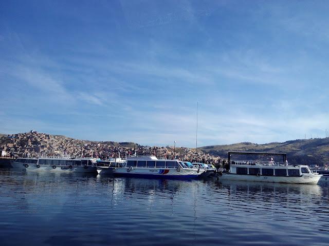 Puerto de Puno en Lago Titicaca, Perú