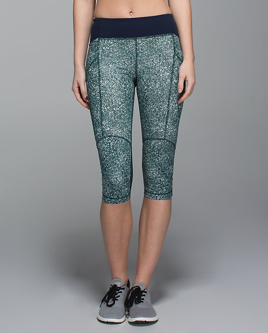 lululemon stash it crop