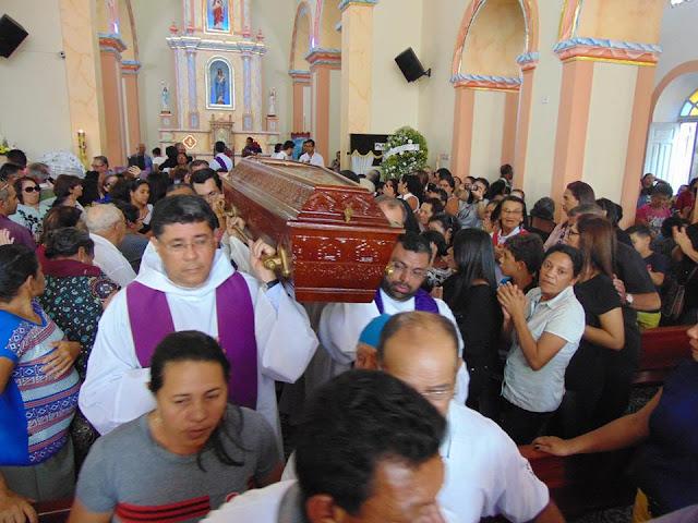 Multidão se despede do Monsenhor José Fidélis 3615764cbd
