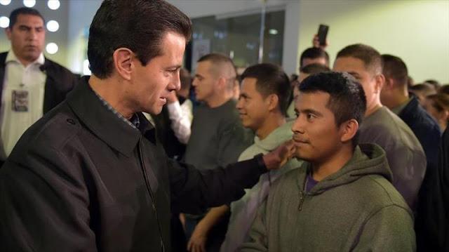 Peña Nieto recibe a 135 migrantes deportados de EEUU