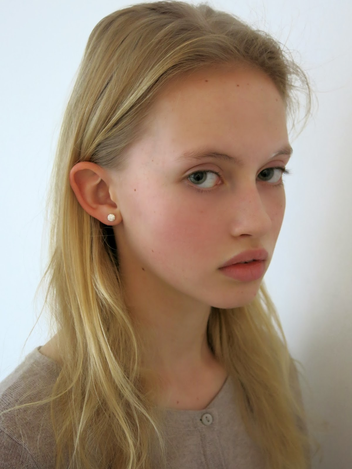 Select Model Management: JUST SIGNED: LUCY REYNOLDS