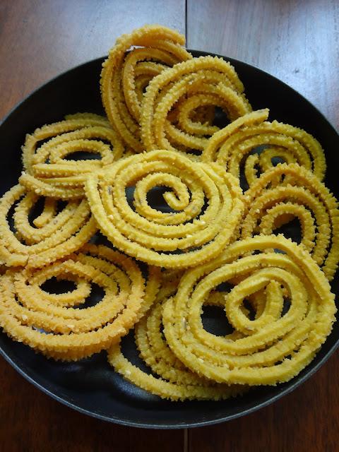 Crispy mullumurruku thenkuzhayal for Diwali