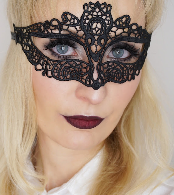 essence - Midnight Masquerade LE Halloween false lashes, glamour look, makeup, ombre lips, fall, herbst