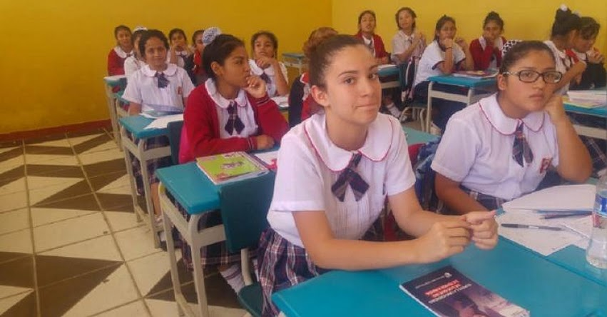 Niños venezolanos reciben clases en colegio nacional de Chiclayo