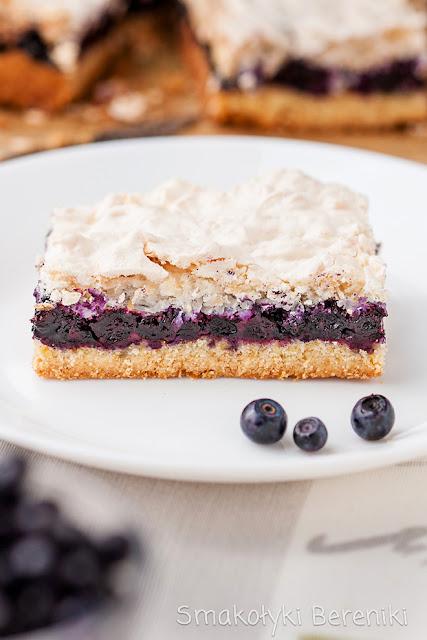 Ciasto z bezą i jagodami