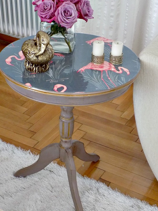 How to upgrade an old table with paint, wallpaper and epoxy resin