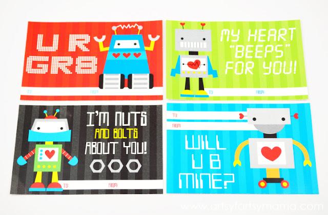 Free Printable Robot Valentines at artsyfartsymama.com #freeprintable #Valentine