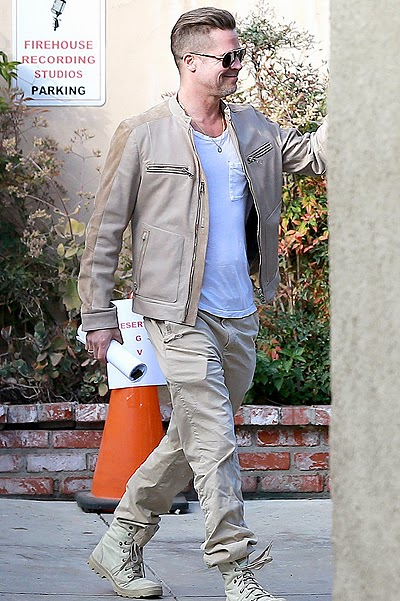 Brad Pitt strolled through Pasadena, California