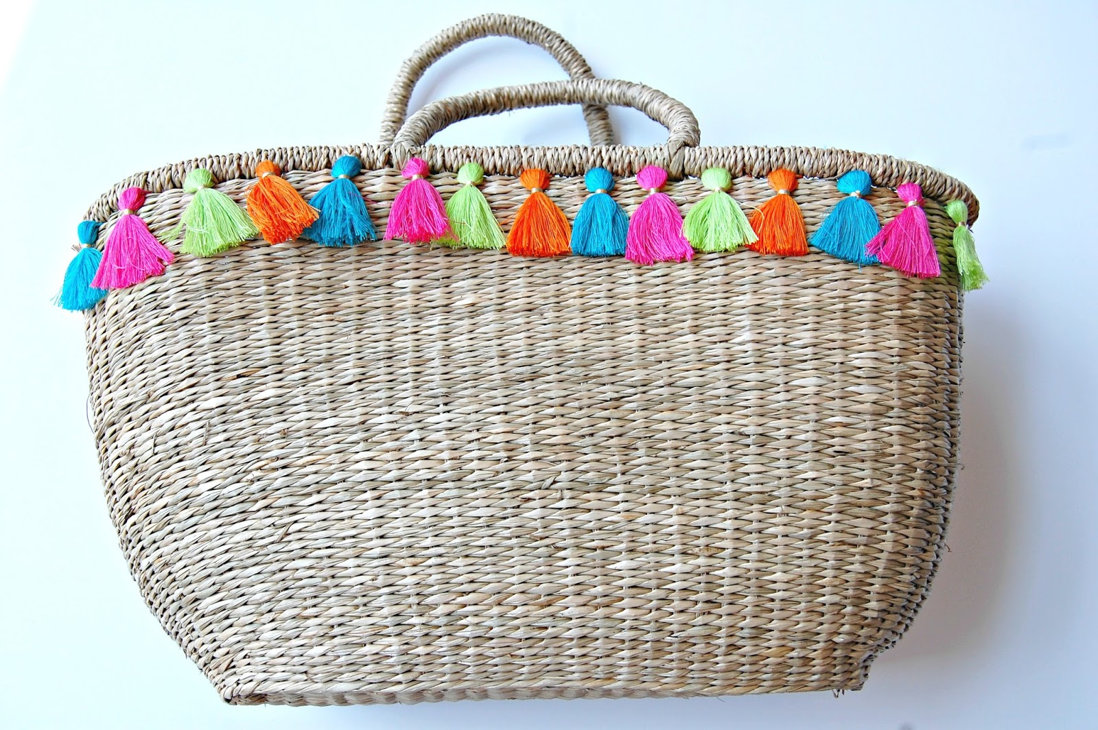 DIY Tassel Straw Tote / Beach Bag {DIY} ~ The Professional Prep