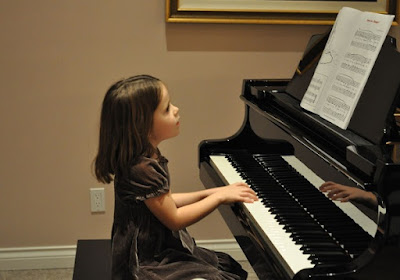 Những lợi ích tuyệt vời chỉ có khi học và chơi đàn piano điện