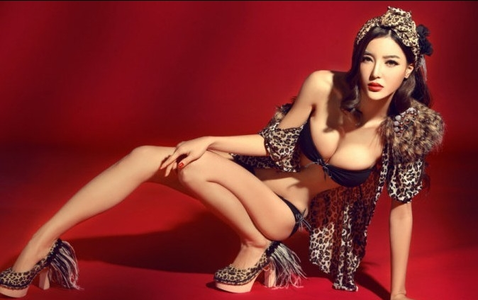 China Model Li Ying Zhi Leopard Print Lingerie 李颖芝