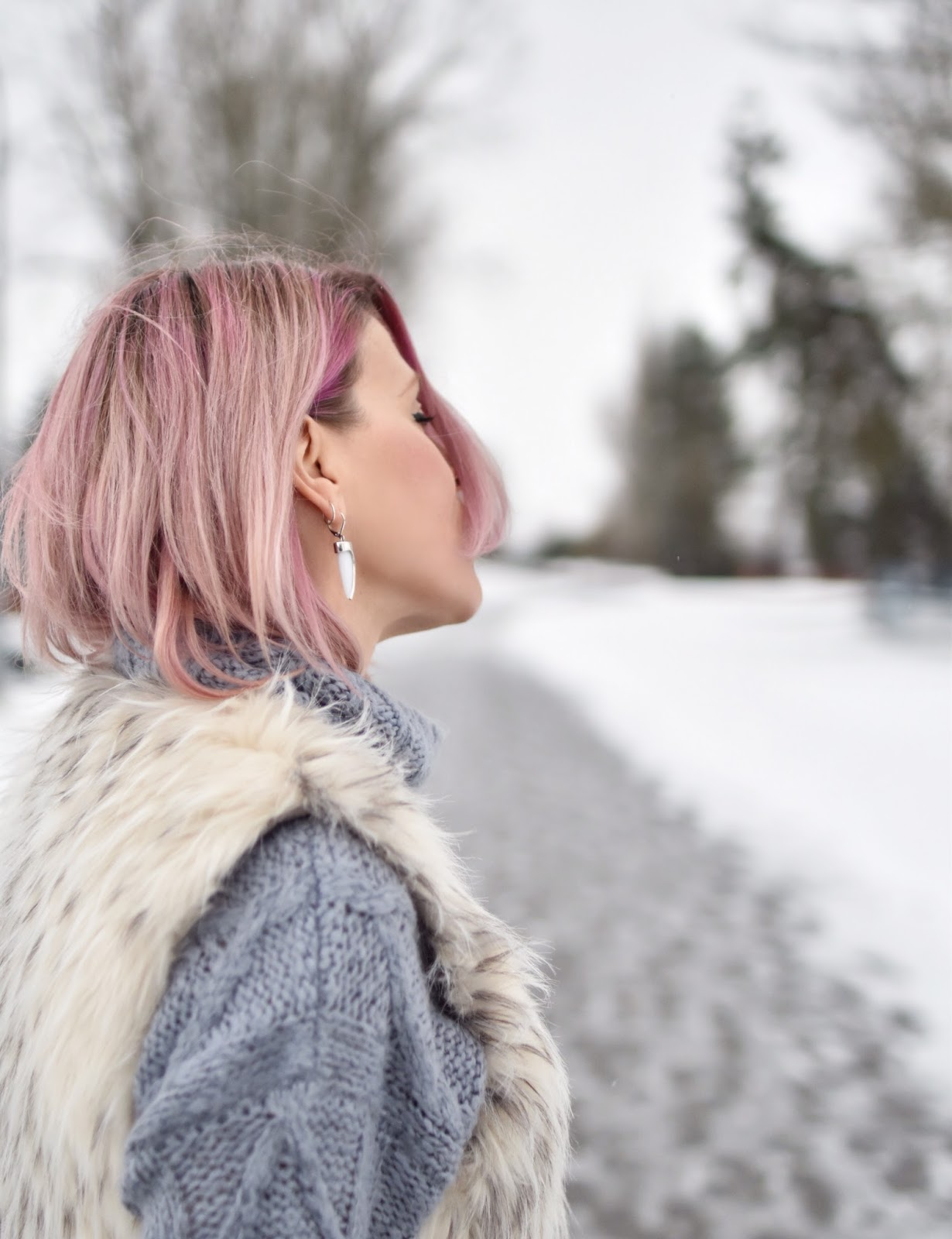 Monika Faulkner outfit inspiration - oversized sweater, faux-fur vest, pink hair