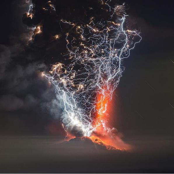 Relâmpago vulcânico