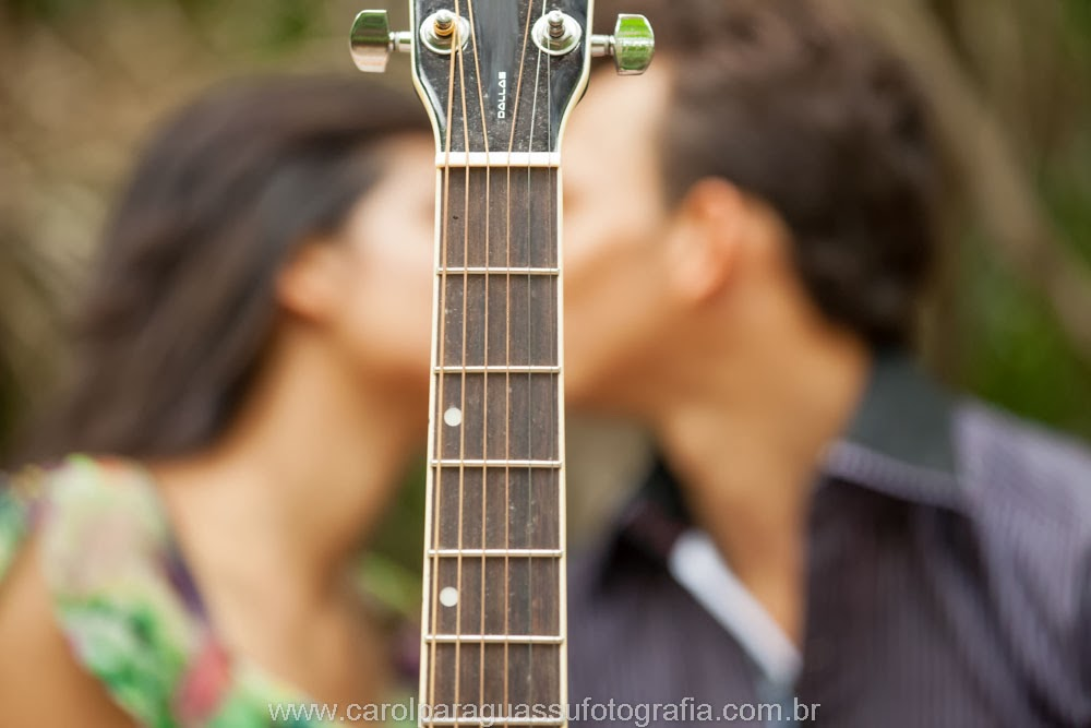 esession-violao-noivos-beijo