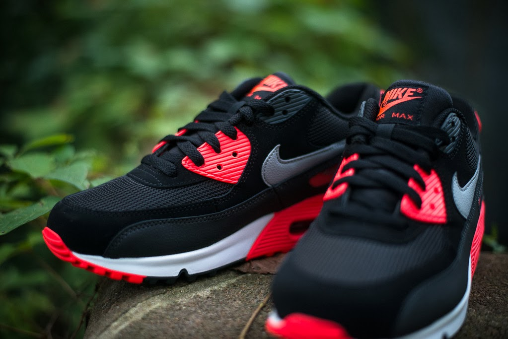 Nike Air Max 90 Black And Red