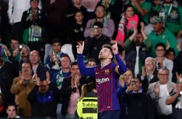 Real Betis Fans Give Magical Messi A Standing Ovation After Thrilling Performance .
